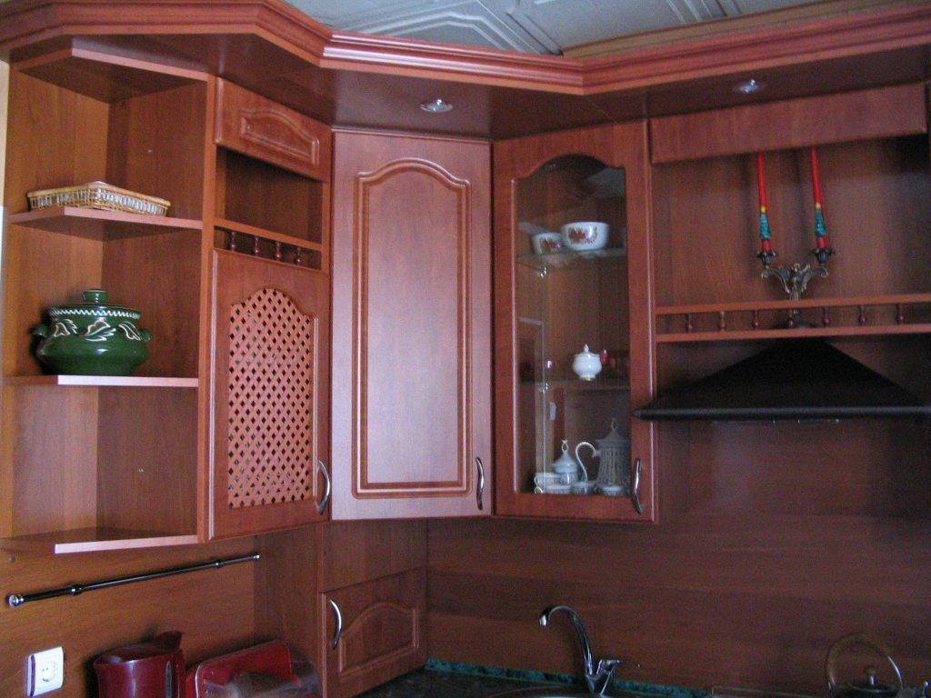 Фото - Кухня угловая МДФ с карнизом изготавливалась под заказ