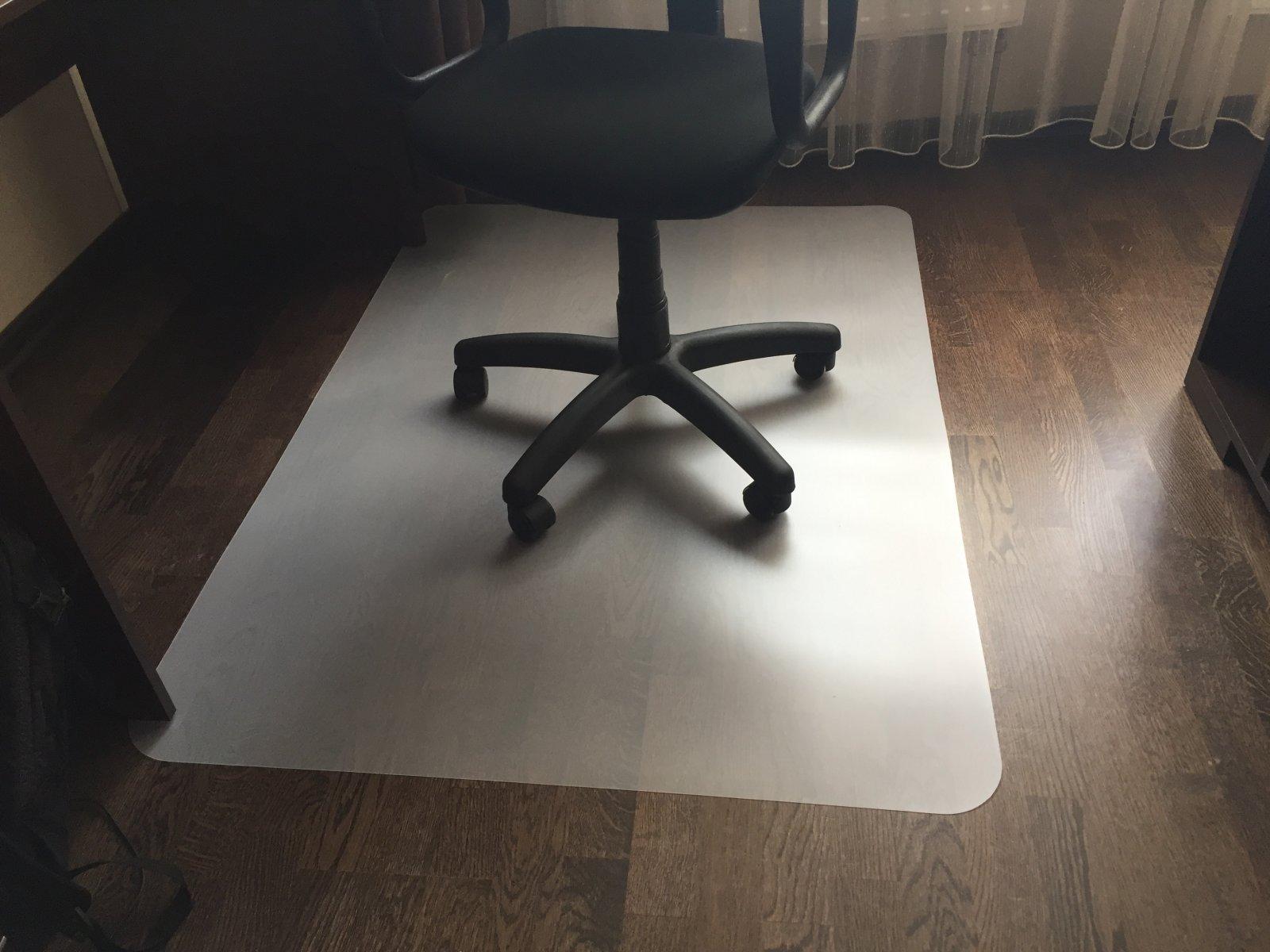 Фото - Защитный коврик под кресло
