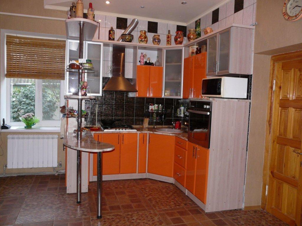 Угловые мини кухни с барной стойкой